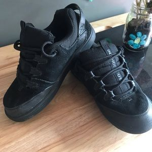 Boys All Black DC Syntax Sneakers